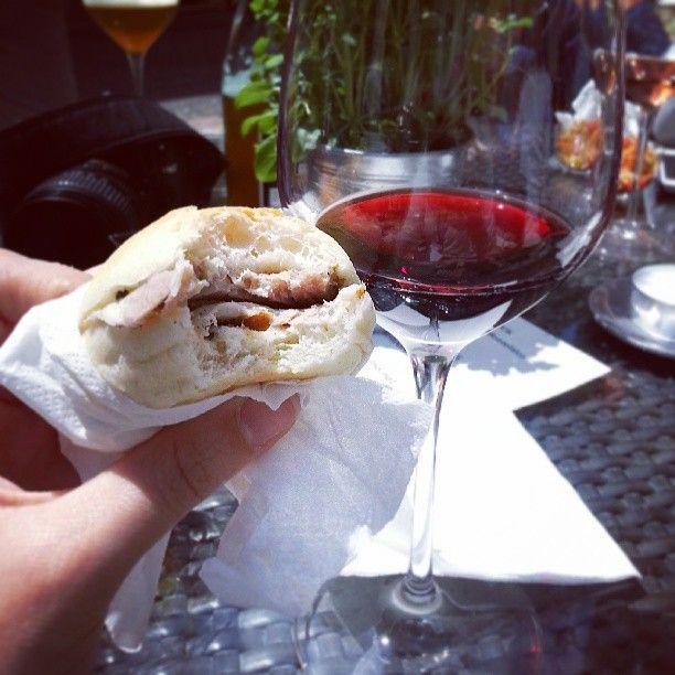 Porchetta e #Sagrantino è così che si fa merenda qui! #InMontefalco foto di @alericettedicultura