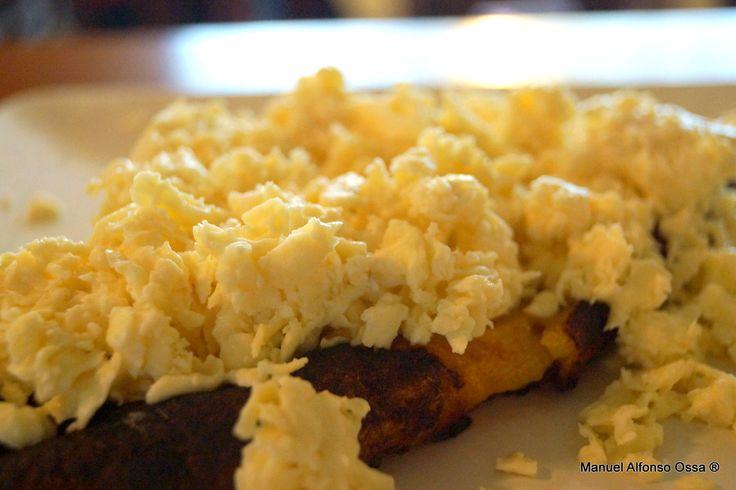 Un plátano remontado de queso