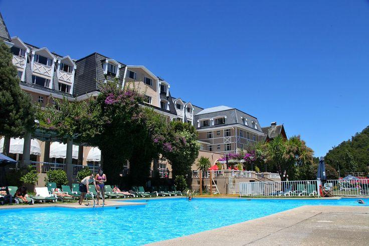 La piscina exterior de Enjoy Pucón.