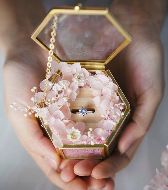 Personalized Glass Ring Box Wedding Hexagon Ring Box Gold Frame Glass Box Wedding Gift Jewelry Box W Cincin Perkawinan Dekorasi Pernikahan Ide Perkawinan