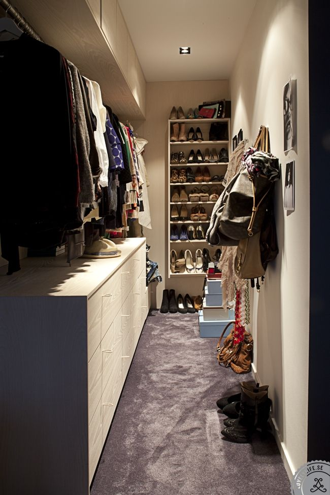Put drawers or at least shelves in my closet under the higher bar from Hemma hos Sanna Fischer Nordström | Lovely Life