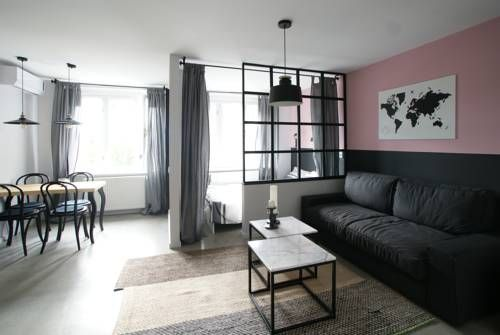 Cosy Happy Studio Apartment Zagreb Featuring air conditioning, Cosy Happy Studio Apartment is set in Zagreb, 800 metres from Technical Museum in Zagreb. Cvjetni Square is 800 metres from the property. The accommodation is fitted with a seating area.