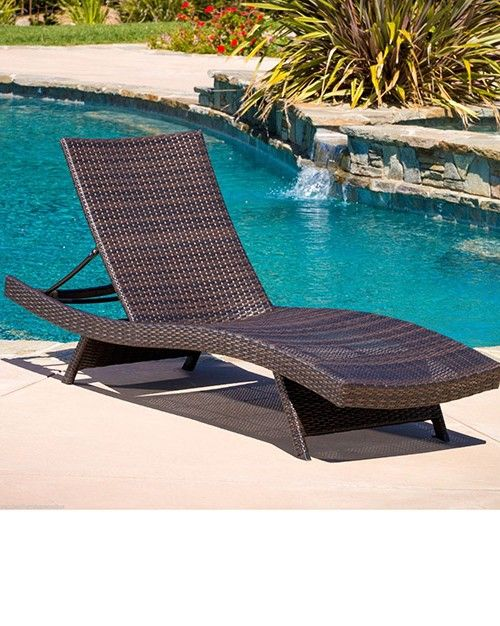 Outdoor pool lounge chairs kauai outdoor wicker pool for Garden pool loungers