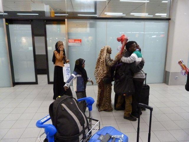 Mijn wonder is een gezinshereniging van een vluchteling, die zijn (wees)zusjes en broer vier jaar lang niet heeft gezien, en die hij nu op Schiphol mag verwelkomen. Blijdschap alom. Echt een groot wonder! Ingestuurd door: Susan le Clercq
