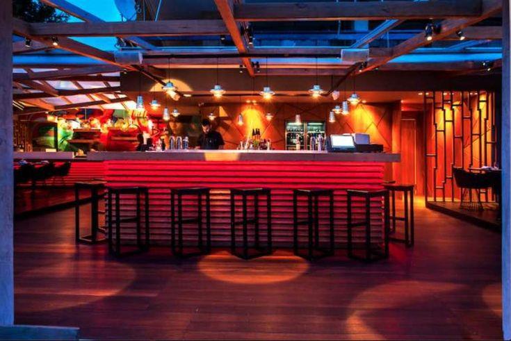 Μπορεί η μπάρα ενός εστιατορίου να είναι το καλύτερο cocktail bar της περιοχής στην οποία βρίσκεται; Όταν μιλάμε για τον τελειομανή Γιώργο Ανδρίτσο και τον διαρκώς ανερχόμενο head bartender των Kiku Βασίλη Ρούσσο, ασφαλώς και μπορεί.