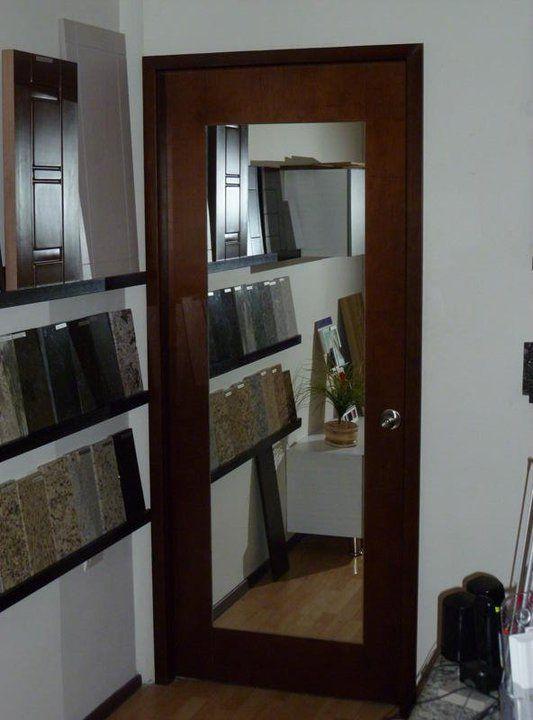 Puerta interior de madera con espejo ste causa un for Espejo que se abre