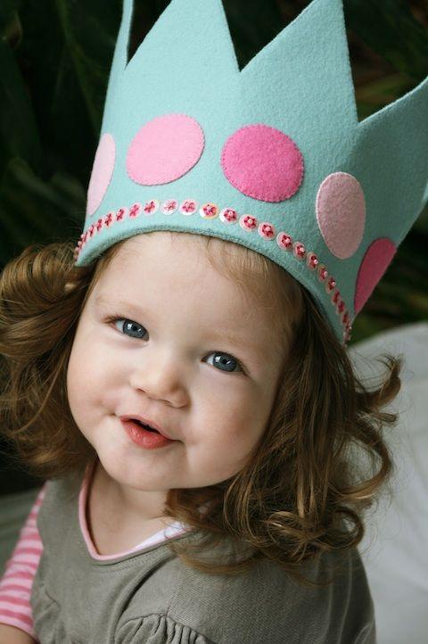 corona de fieltro para cumpleaños