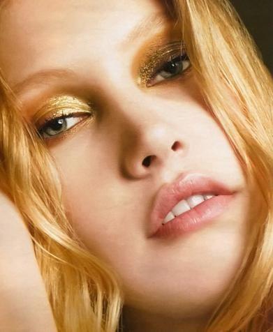 Золото, золото и еще раз золото. Основной фокус в макияже осень-зима на золотые акценты.