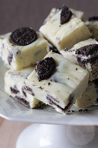 Bij een high tea denk ik eigenlijk meteen aan een stukje fudge. Heerlijke caramel of vanille fudge, al zijn er tegenwoordig zoveel varianten op te maken! Er staan natuurlijk al heel wat fudge recepten online, maar bij deze fudge raakte ik geïnspireerddoor de oreo cupcakes van Roy Fares, uit het boek wat ik vorige week …