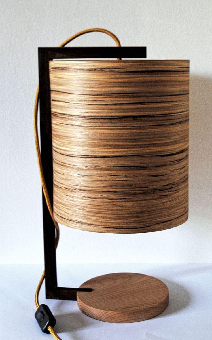 Zappy -  #handmade #woodlamps #desklamps #desklights #woodenlights #woodwork #wooden #veneerlight #maple #walnut #zapatero Φωτιστικό σαλονιού / κρεβατοκάμαρας, από καπλαμά zapatero, ξύλο οξιάς και μαόνι. Διαθέτει πορσελάνινο ντουί και υφασμάτινο καλώδιο. Διαστάσεις: διάμετρος καπέλου 23 εκ. , συνολικό ύψος 40 εκ.