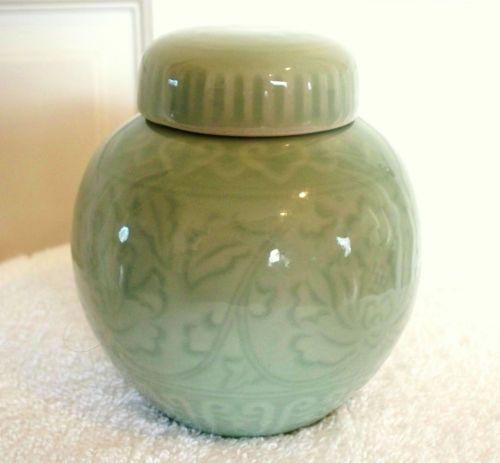 Vintage Celadon Porcelain Chinese Ginger Jar 4 1 2 Quot Tall