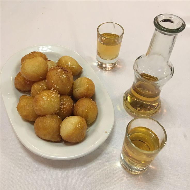 Yunan lokması ve üzüm likörü