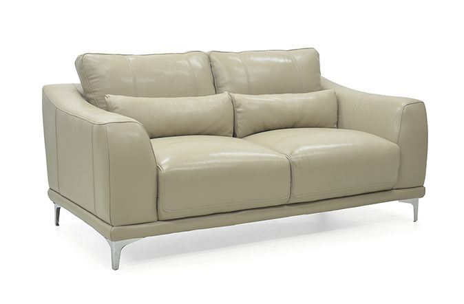 The Huxley Leather 2 Seater Sofa offers the ideal choice for your contemporary living space.