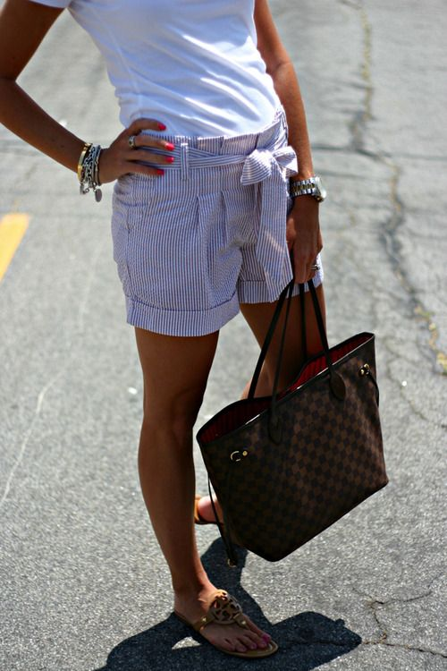 : Women Fashion, Outfits Inspiration, Warm Weather, Style Inspiration, Bows Shorts, Cute Shorts, Searsuck Shorts, Weather Style, Bags