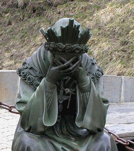 statue de la Vierge en pleurs.ND de la Salette. Isère