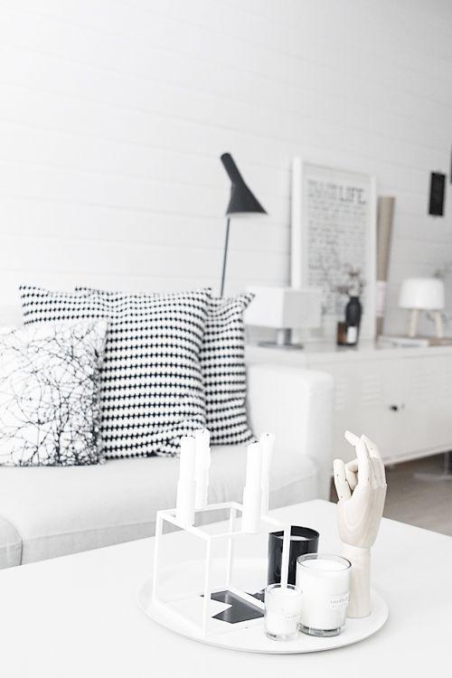 Via Noe på Hjertet | Ikea PS Pillow | Arne Jacobsen AJ Lamp | By Lassen Kubus | Hay Hand | Black and White