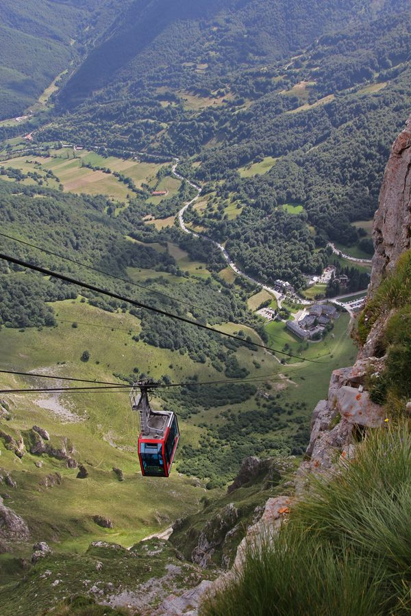 Fuente Dé Cable Ca, in Cantabria, (Spain). This little cable car soars impressively up (or down!) the sheer rock face for incredible views of the Picos de Europa (Peaks of Europe) mountain range. | Picture By Rafa Castillo.