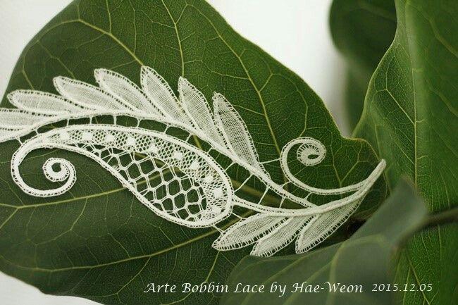 Duchesse lace