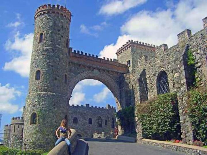 Castillo Santa Cecilia, Mexico