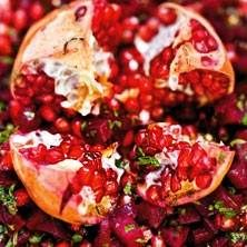 Rödbets- och granatäpplesallad från Mellanöstern. Nyttig, vacker och god.