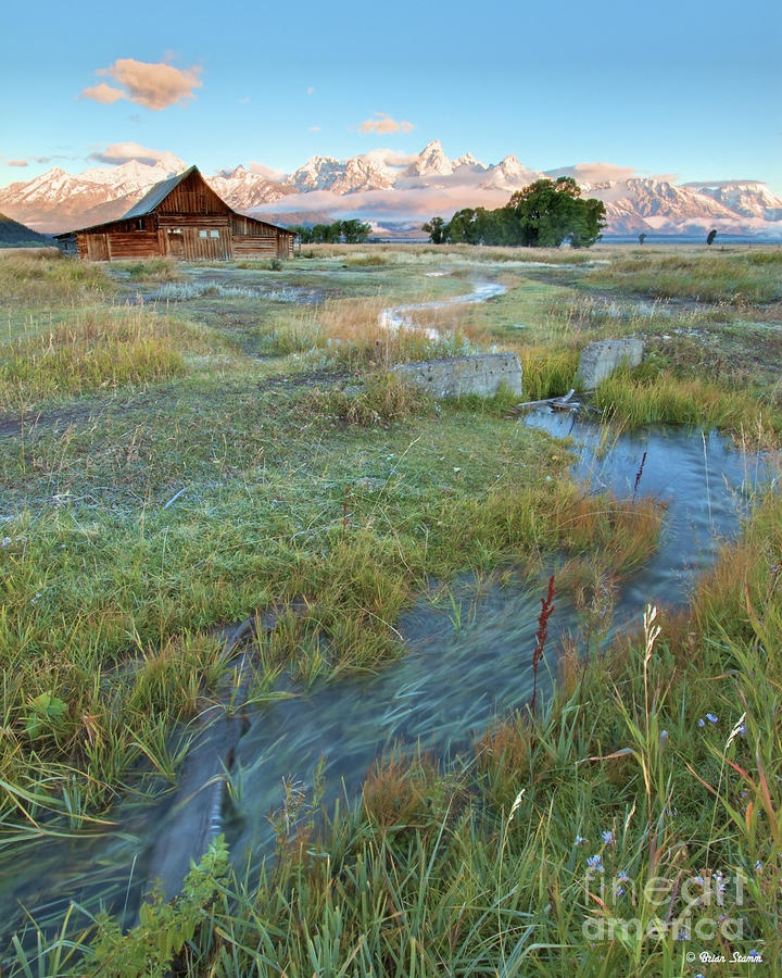 ✮ Fabulous Shot of Moulton Barn in the Tetons at Sunrise