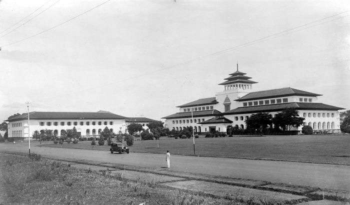 Mengintip Makna Tusuk Sate Di Gedung Sate Bandung