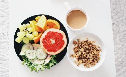 Рецепты для здоровья от Витаспорт 6 простых способов детоксикации на каждый день Детоксикация организма не так страшна, как кажется многим: нет никакой необходимости чувствовать себя обделенными, когда вы заботитесь о своем организме! Включите эти простые рекомендации в свою повседневную жизнь, чтобы поддерживать здоровье и чувствовать себя отлично каждый день. Способы детоксикации на каждый день 1. Пейте горячую воду с лимоном: Сделайте чашку горячей воды со свежевыжатым лимонным соком…