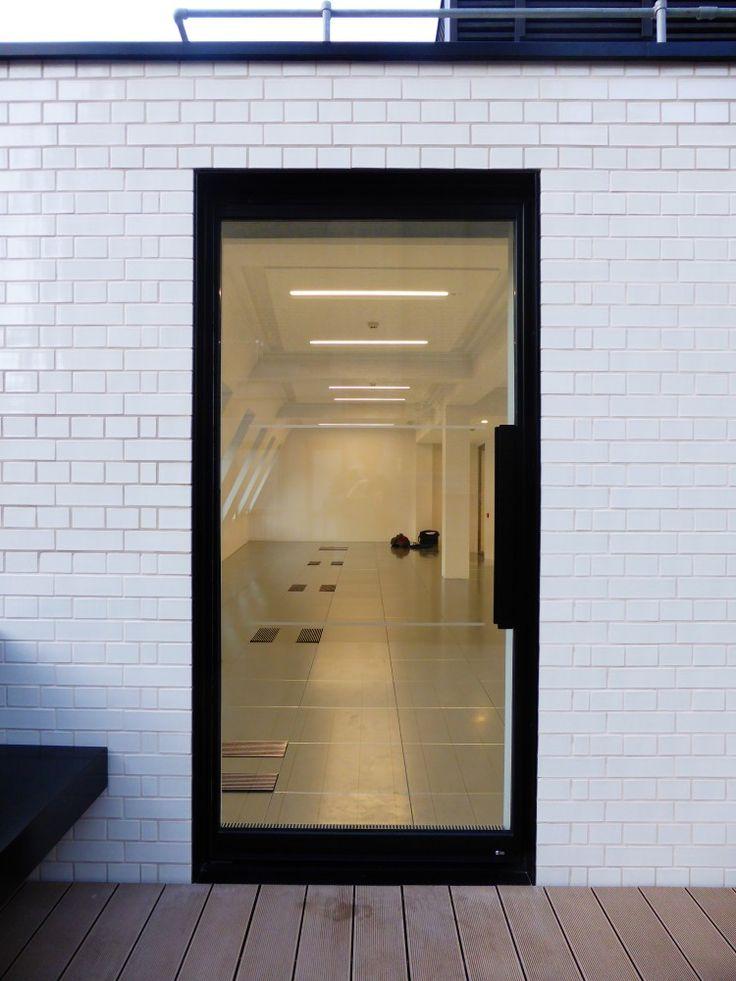 White Glazed Bricks in English Bond - N R Taylor