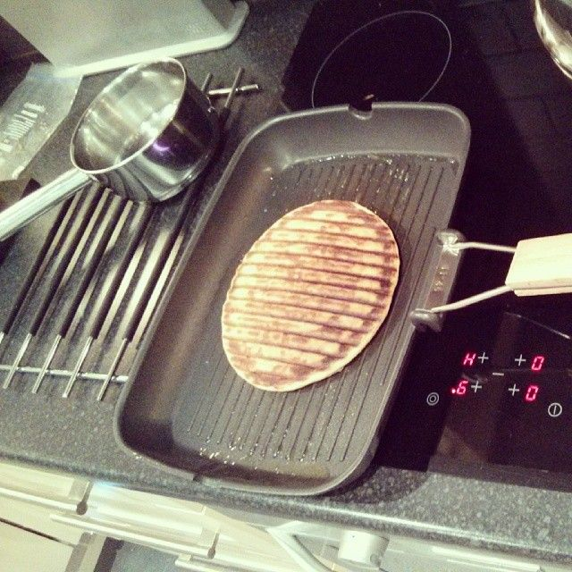 Griddle pan waffles recipe. Egg recipes from Cookipedia. https://www facebook com/samhardacre Sam Hardacre one of http://themarketinglab co uk/ The Marketing Lab's array of Geek Brains, brought this rather clever idea to my attention and also provided the picture, thanks Sam It does not require a Waffle maker and can made with a normal stove-top griddle pan.