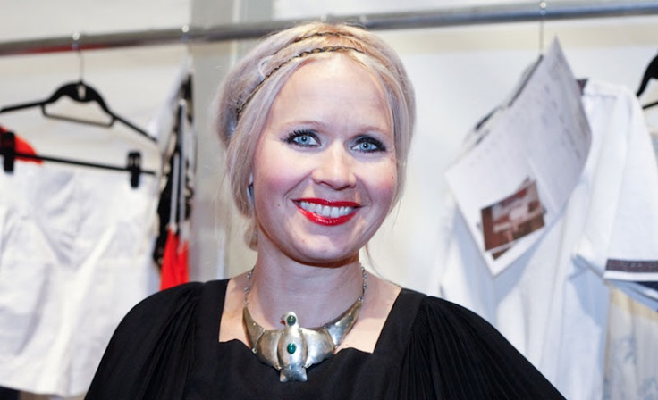 Paola Suhonen wearing a stunning statement necklace!