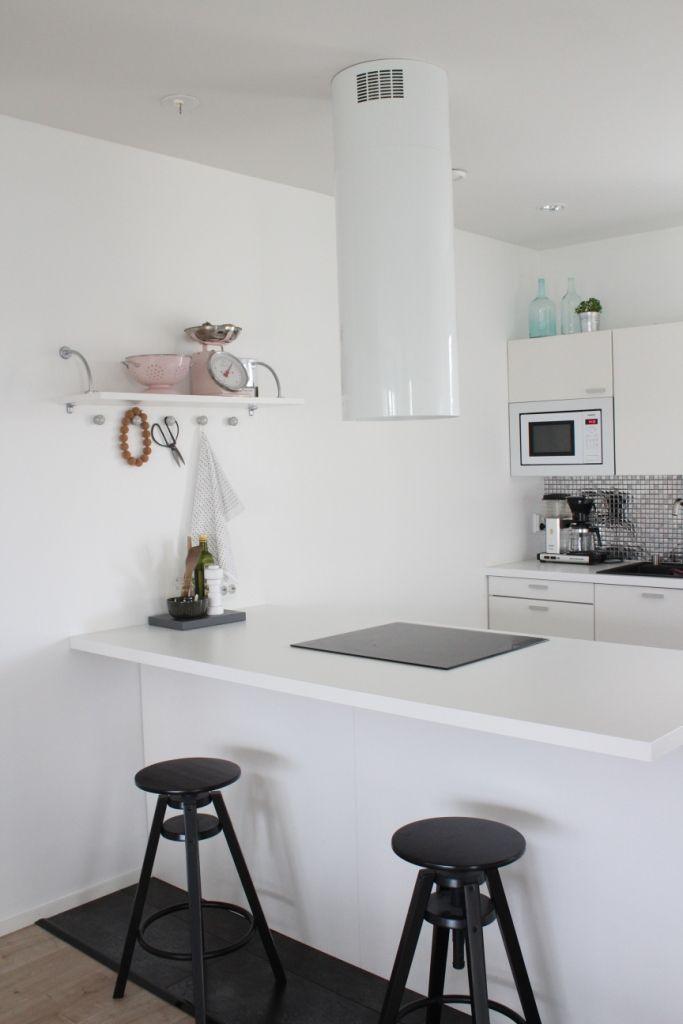 Yksilöllinen Herrala-koti – Kaunis, valkoinen keittiö