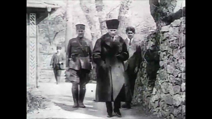 Hârika ve nadir bir görüntü...Gâzi Paşa Çankaya Köşkü'nden çıkaken ENG.  A snapshot from a video footage .. Mustafa Kemal Pasha leaving the residential Çankaya Mansion...