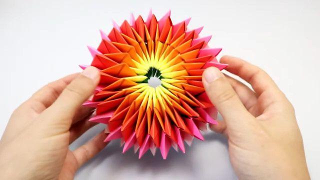 ずっとグルグル回していられる カラフル綺麗な折り紙花火の作り方