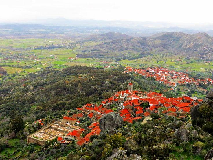 Uma das vistas da aldeia (: