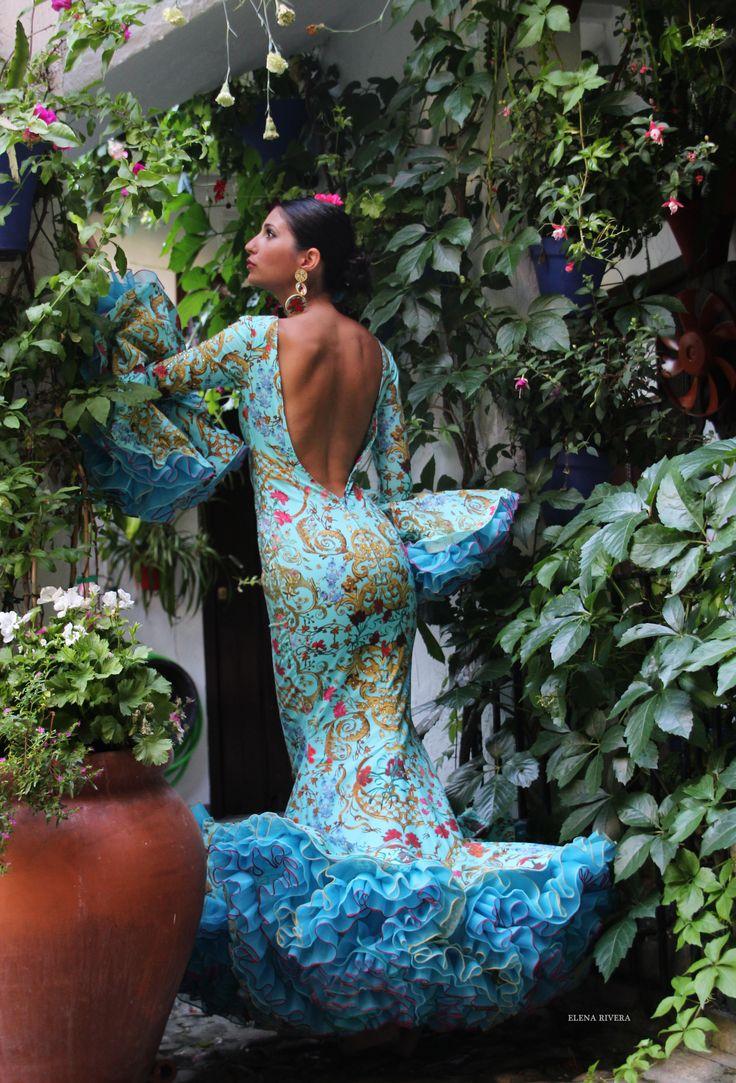 Rosas de Mayo - Andrew Pocrid  ·  Moda Flamenca por Elena Rivera vía Mamá de Mayor Quiero Ser Flamenca.