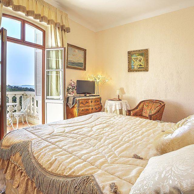 #room #hôtel #hotelroom #luxurylife #luxuryroom #sainttropez #lacroixvalmer #deco #design #decoration #architecture #seaview #provence #cotedazur #beautifulplace #chateau
