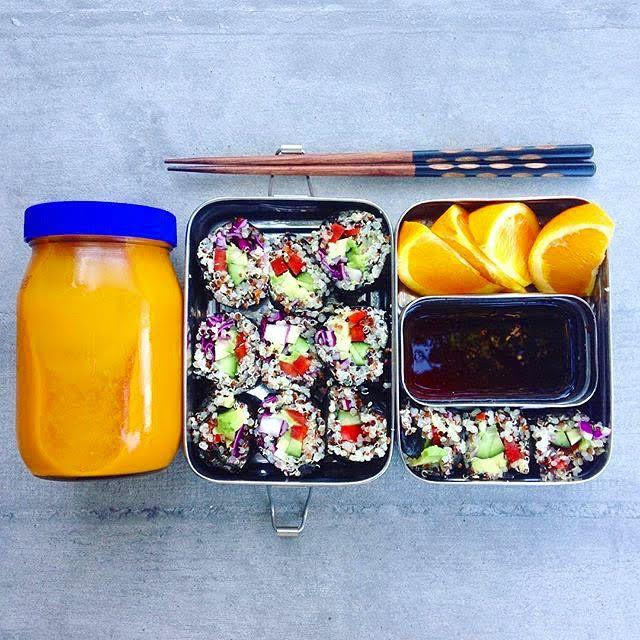 Сегодня в рубрике #полезная_пища #живая_еда  Чтобы не готовить каждый день одно и то же, в этом посте собраны 8 простых идей для обеда, который поместиться в контейнере, добавит сил в середине рабочего дня и поможет не отвлекаться на чувство голода до ужина   http://telegra.ph/Vozmi-menya-s-soboj-8-idej-dlya-obeda-v-ofise-07-30