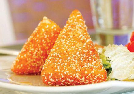 Ας δώσουμε στο γιορτινό μας τραπέζι πρωτότυπες γεύσεις και ιδέες από αγνά υλικά. Τι θα λέγατε για σαγανάκι με γραβιέρα Κρήτης και θυμαρίσιο μέλι;