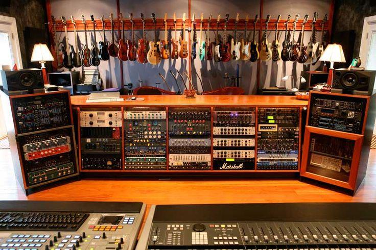 Meer dan 1000 idee n over band kamers op pinterest opnamestudio muziekkamers en gitaar opslag - Studio opslag ...