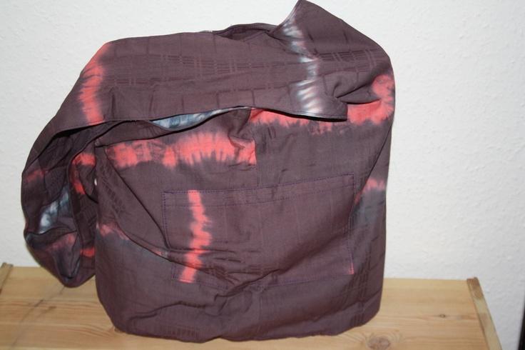 Hippie-Tasche besteht aus 100% Baumwolle von handgefärbt.Sie hat jeweils eine Seitentasche innen und aussen.