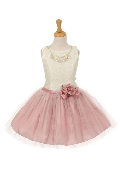 Mimi. Bijzonder kort jurkje voor een bruidsmeisje. Dit korte jurkje heeft een lijfje van kant wat doorloopt tot aan de heupen met een rok van taffeta en tule.