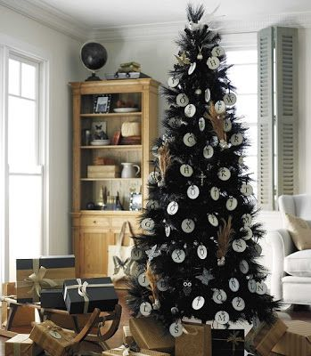 Home Quotes: Christmas Decoration: Ideas for Black Christmas trees!