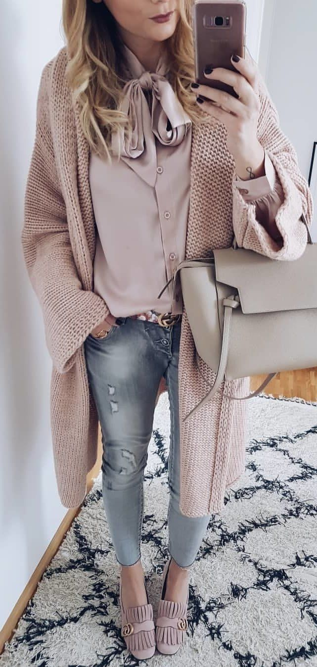 45 Fashionable Winter Outfits You Must Have / 06 #Winter #Outfits #modedesign