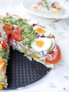 Low Carb Salatkuchen - ein gesunder Partysalat Gaumenfreundin Foodblog #lowcarbrezepte #gesunderezepte #salatrezepte #osterbrunchideen #osterbrunch #fitnessrezepte #weightwatchersrezepte #salattorte #frühlingsrezepte #essen