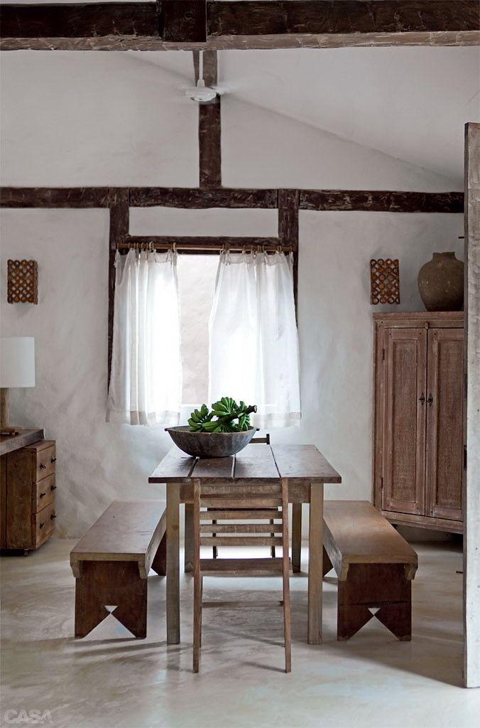 시골집 수리에 참고할만한 한옥 분위기 프로방스 인테리어   요즘은 농촌의 빈 집을 구입해 농가주택으로 개조해 사는 사람이 많다. 지금 소개하는 두채의 집은 모두 프랑스에 있는 주택으로 우리나라 농가주택 리모델링에 참고하면 좋은 자료가 될 것 같아 소개하게되었다. 일반적으로 프랑스 프로방스 인테리어가 많이 알려져있는데 ..
