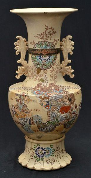 SATSUMA - Magnífico vaso em porcelana japonesa, circa 1900, na cor bege predominante ricamente polic
