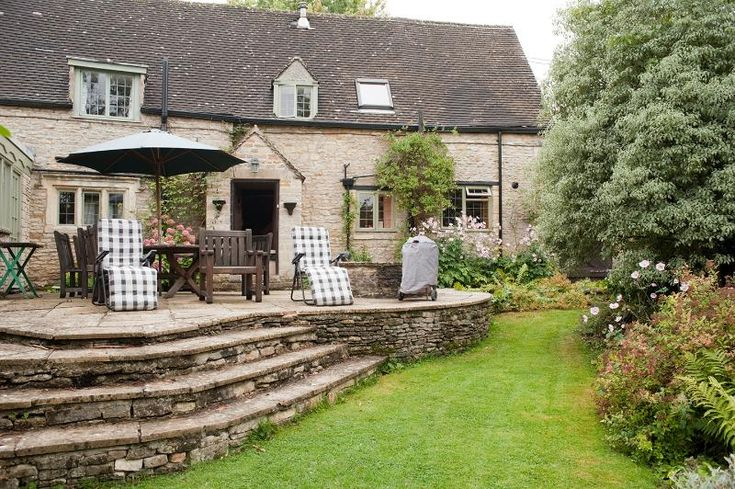 3 Bedroom Cottage in Great Rissington to rent from £625 pw. With Log fire, Telephone, TV and DVD.