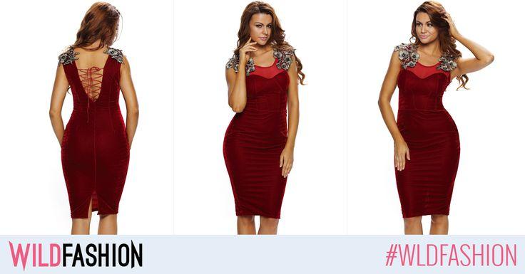 Pentru ca visiniul si catifeaua sunt in trend in acest sezon, aceasta rochie este perfecta pentru urmatoarele petreceri: