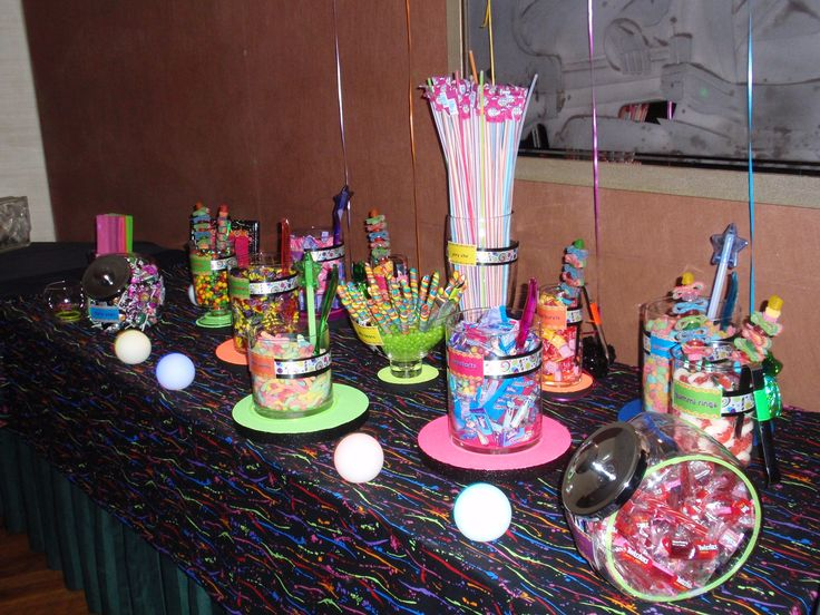 Pop up candy bar neon theme neon party pinterest for Sideboard 80er jahre