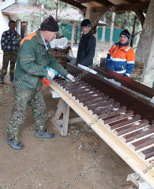 Реконструкция дома из лиственницы 2012 год. Изготовление ограждений-скамеек для веранды.